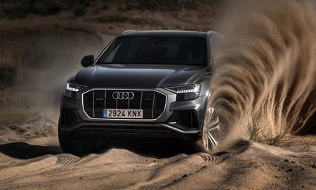 Audi Q8 en tierra