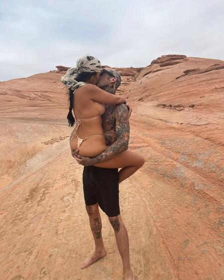 Kourtney Kardashian nos muestra la prueba definitiva de amor de su novio Travis Barker: un tatuaje hecho por ella