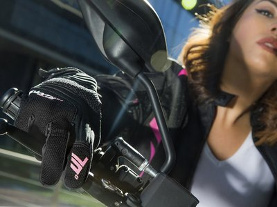 ¿Es hora de cambiar guantes? Coge la moto por los puños con la nueva colección urbana de Seventy Degree