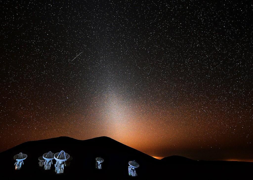 Luz zodiacal: el fenómeno celeste que creemos conocer desde hace siglos y del que aún seguimos descubriendo su origen