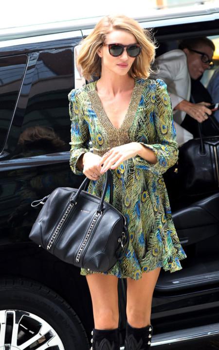 ¿Cómo no enamorarse de Rosie Huntington-Whiteley con cada look de street style?