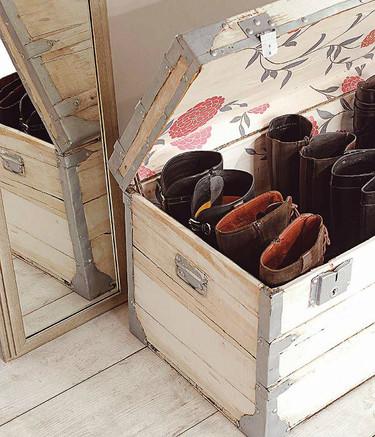 Una buena idea: guardar las sandalias en baúles durante el invierno