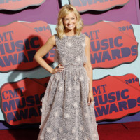 Beth Behrs CMT Music Awards 2014