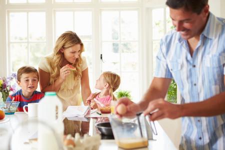 Sin bollería ni cereales industriales: propuestas de desayunos saludables para los niños