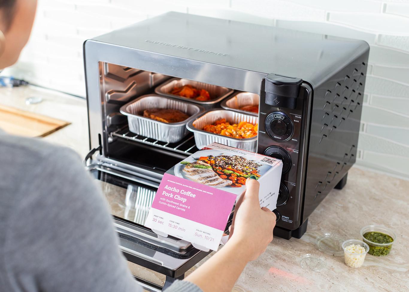 Este horno de Tovala sabe qué comida vas a cocinar gracias a la detección por código de barras