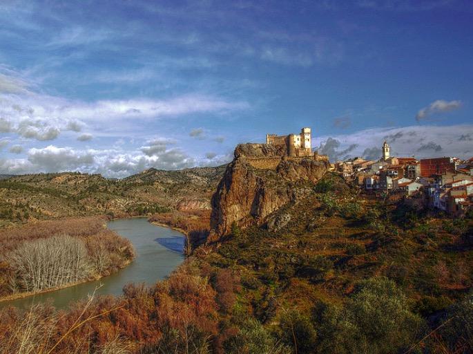Visita al castillo de cofrentes valencia for Trazado sinuoso