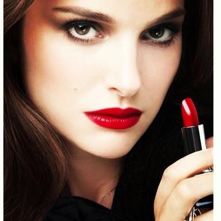 Natalie Portman da la talla como imagen del nuevo Dior Rouge
