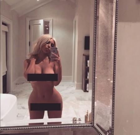 Kim Kardashian al desnudo (y con selfie de por medio)