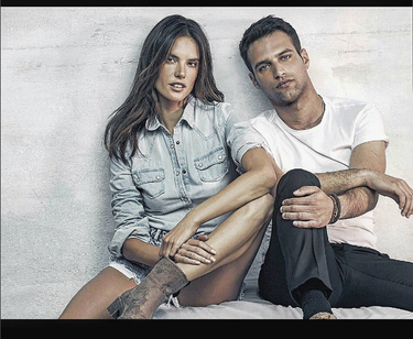 Alessandra Ambrosio y Jesús Castro posa que te posa para la nueva temporada de Xti