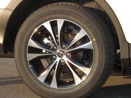 Toyota RAV 4, llanta 18 pulgadas