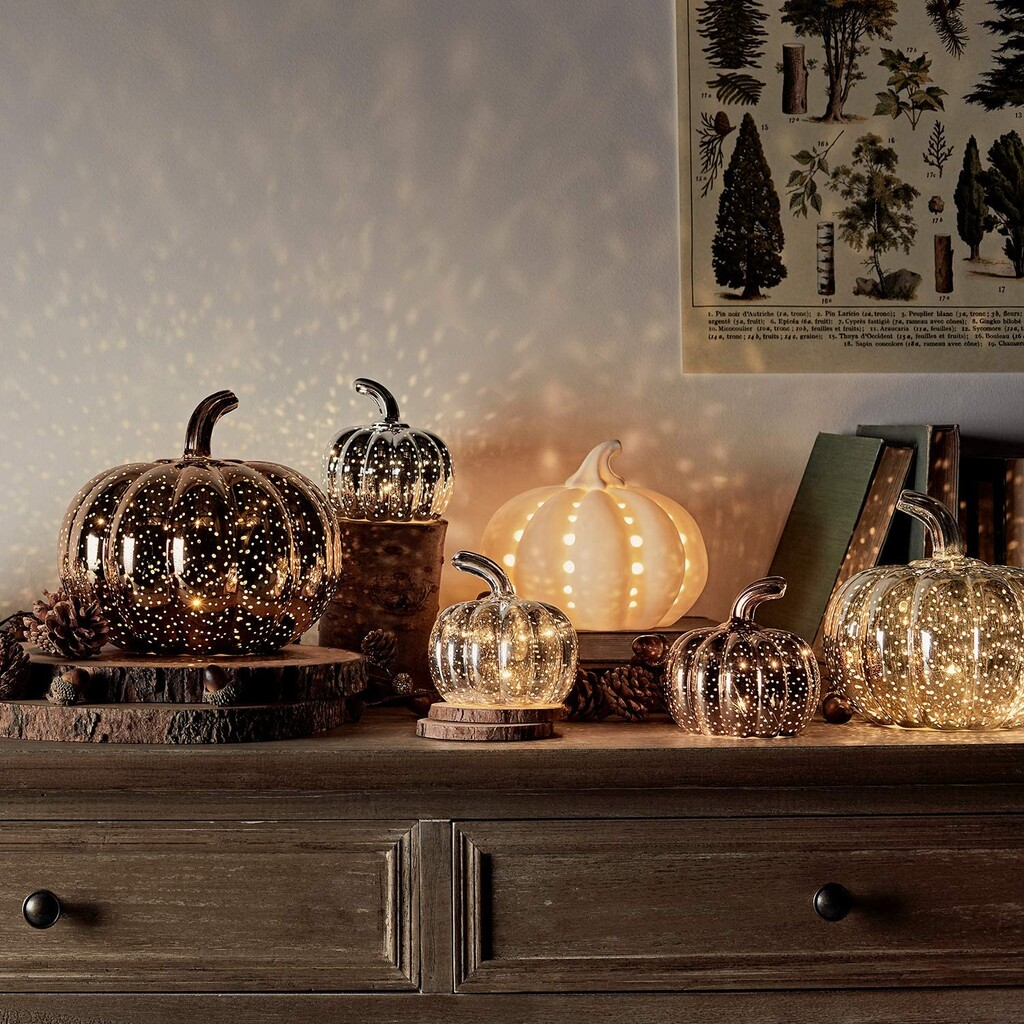 Velas, lámparas y recipientes con forma de calabaza para decorar en Halloween (y todo el otoño): 11 ideas