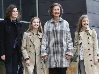 La reina Sofía reaparece de la mano de sus nietas la princesa de Asturias y la infanta Sofía