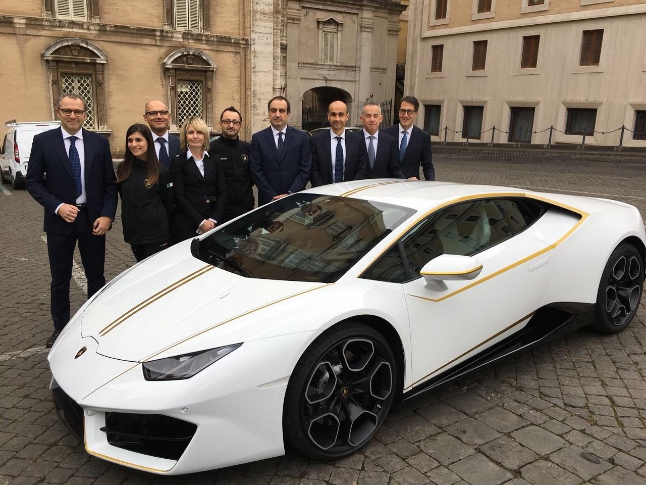 Foto de Lamborghini del Papa Francisco (6/16)