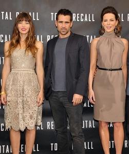 Jessica Biel y Kate Beckinsale juntas en un photocall... no apto para cardiacos