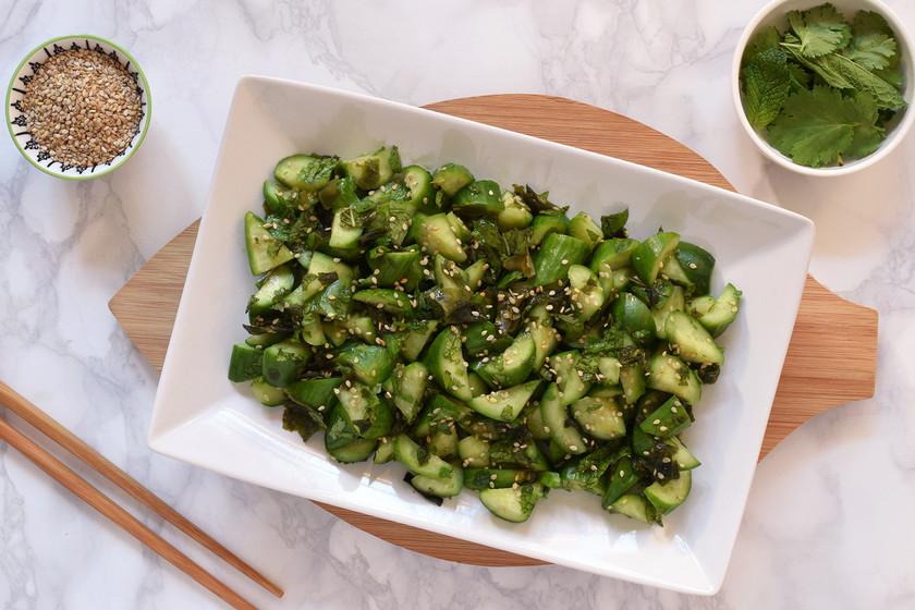 Ensalada de pepino al estilo japonés: receta ligera, crujiente y muy refrescante