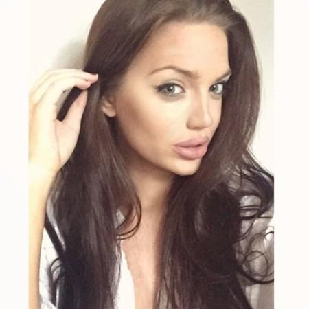 Chelsea Marr Angelina Jolie Doble3