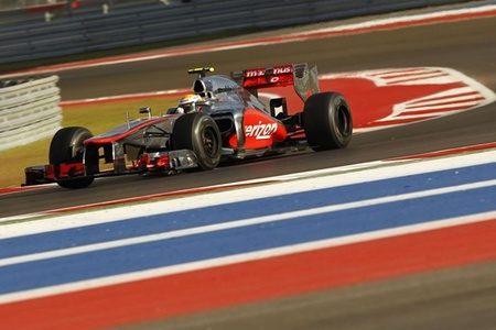 Lewis Hamilton vence en una trabajadísima carrera contra Sebastian Vettel