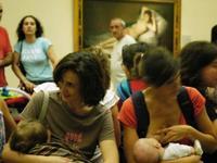 Expulsada del Registro Civil de Talavera por amamantar