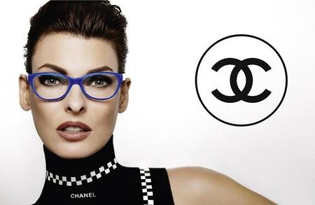 Linda Evangelista nos muestra la nueva colección de gafas de Chanel 2012