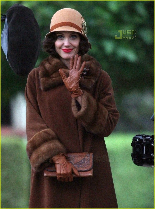 Foto de Angelina Jolie en el set de 'The Changeling' de Clint Eastwood (10/14)