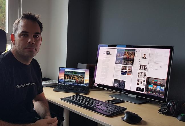 El equipo de Javier Pastor: ordenador, smartphone y más