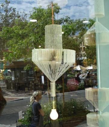 Una buena idea: una lámpara hecha con libros