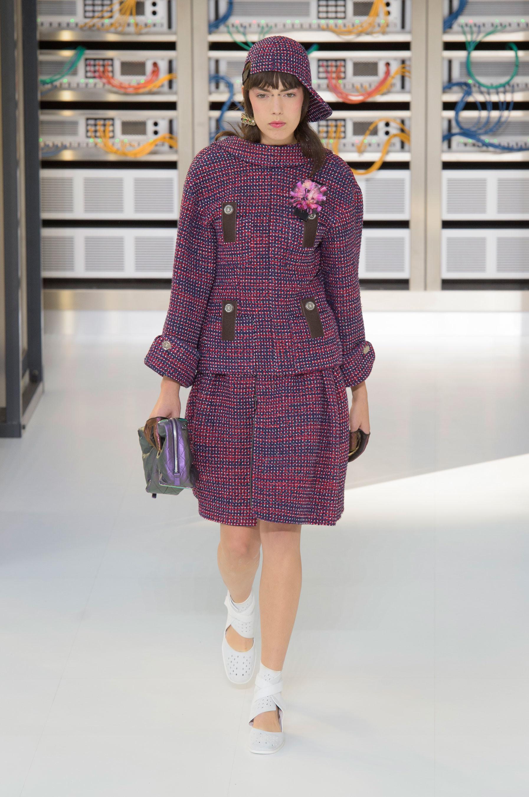 Foto de El regreso al futuro de Chanel en su colección Primavera-Verano 2017 (16/96)