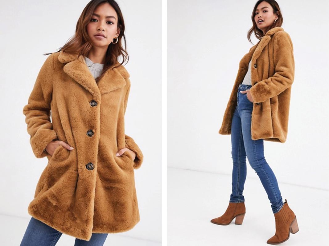Abrigo largo de piel sintética color camel de Pimkie