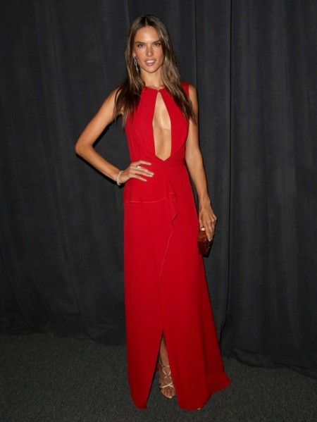 Alessandra Ambrosio look rojo