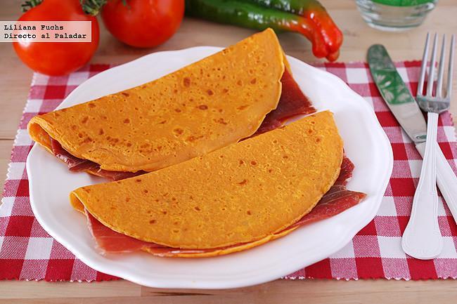 Crêpes de gazpacho rellenos de jamón. Receta