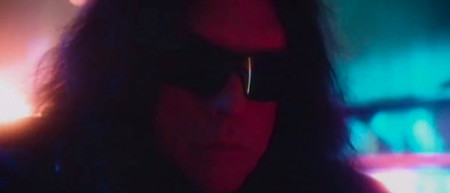 Tommy Wiseau ('The Room') viaja al futuro en el trailer de su nueva película, 'Scary Love'