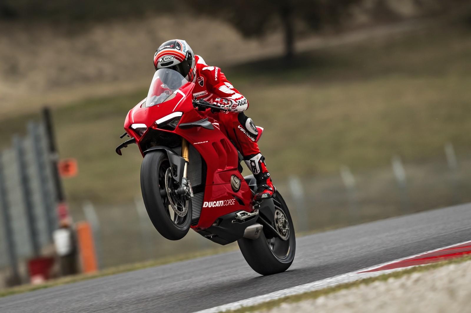 Foto de Ducati Panigale V4 R 2019 (34/87)