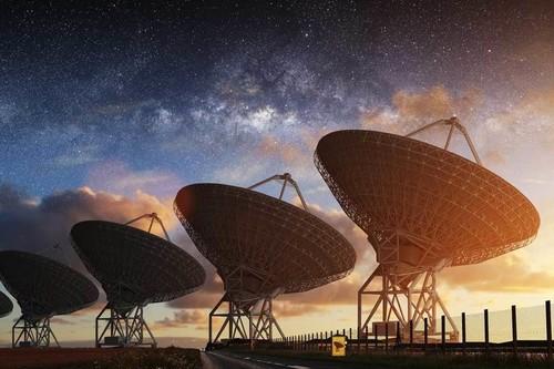 Stephen Hawking llevó la búsqueda de vida extraterrestre a tu móvil: el proyecto Listen