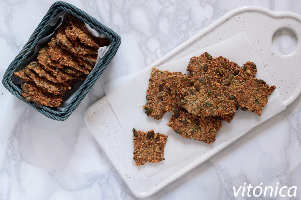 Crackers de semillas y avena: receta saludable para un snack crujiente y nutritivo sin harinas