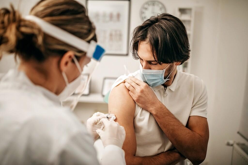 España llega al hito de 25 millones de vacunados con dos dosis mientras el Gobierno da por hecho que será necesaria una tercera