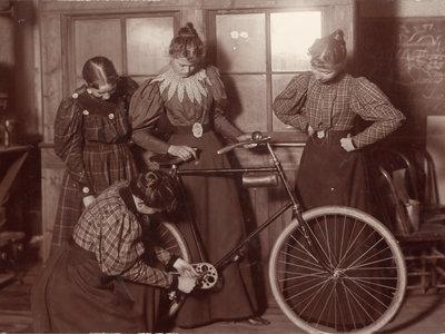 La bicicleta hizo más por la emancipación de la mujer que cualquier otra cosa