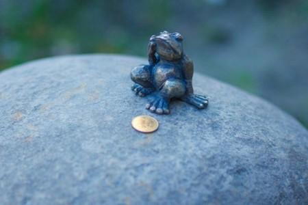 Frog Traveler Monument 12 590x393