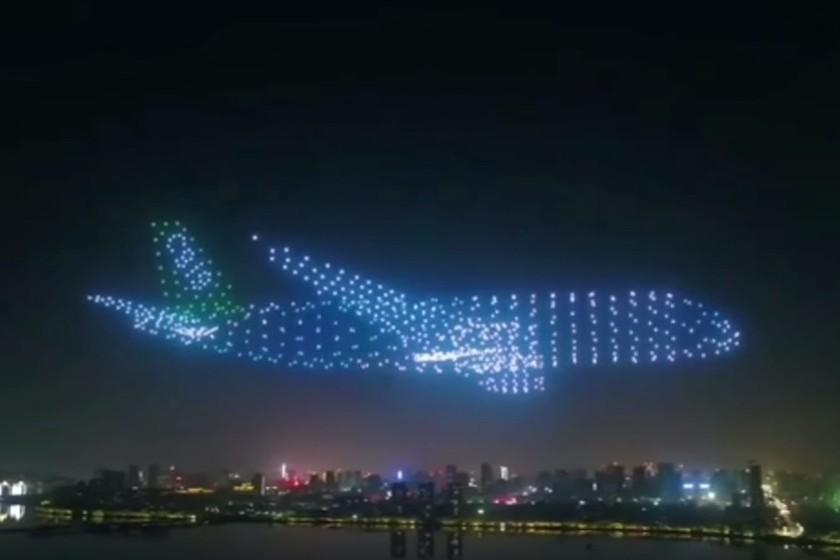 Estos 800 drones forman un gigantesco