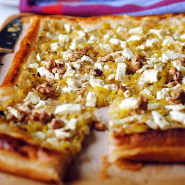 Hojaldre de puerro y queso feta al limón: receta fácil y rápida para solucionar una cena o almuerzo ligero