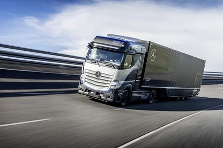 El camión de hidrógeno de los 1.000 km de autonomía ya pasea: el Mercedes-Benz GenH2 Truck arranca sus test