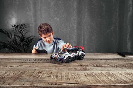 ¿Sin ideas para Día de Reyes? Lego y Top Gear se unen para crear un coche de rally a control remoto