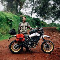 ¡Récord Guinness! Con sólo 23 años este chaval ha dado una vuelta al mundo de 90.000 km y 35 países