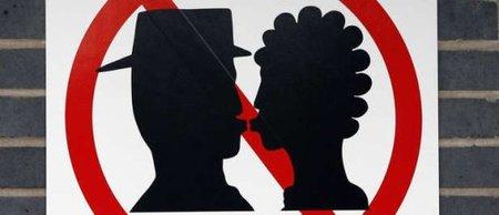 Prohibido besarse en la estación de tren