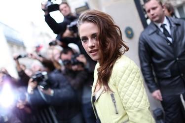 Solo había una cosa que eclipsase el desfile de Balenciaga: la presencia de Kristen Stewart