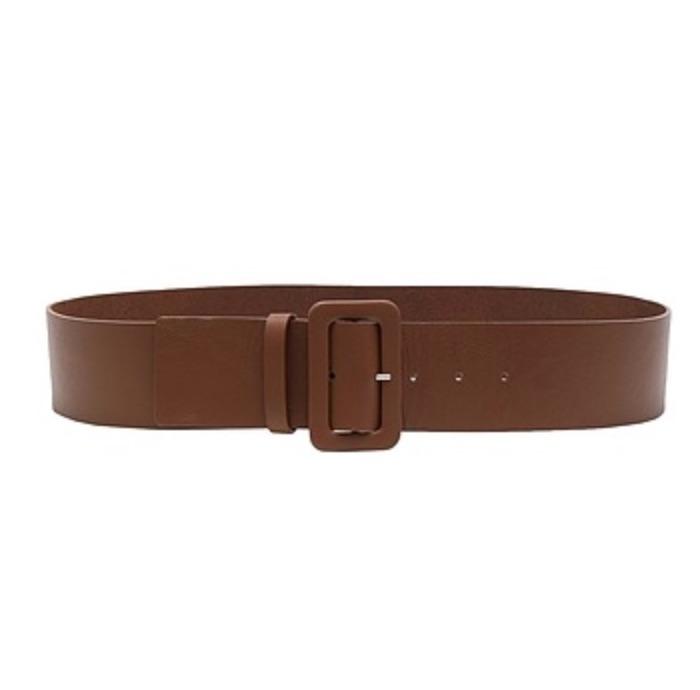 La elegancia radica en los detalles más ínfimos, como este cinturón alto de piel auténtica. Un accesorio hecho en Italia con el que se puede jugar a crear combinaciones diferentes, perfecto para llevar con blusas, camisas holgadas y chaquetas elegantes.
