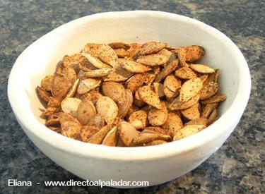 Semillas de calabaza tostadas y especiadas. Receta