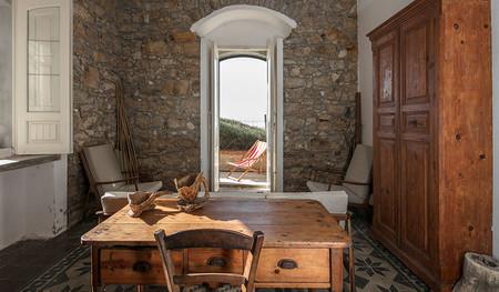 Viajamos hasta Sicilia para disfrutar de una casa tradicional ubicada en la playa