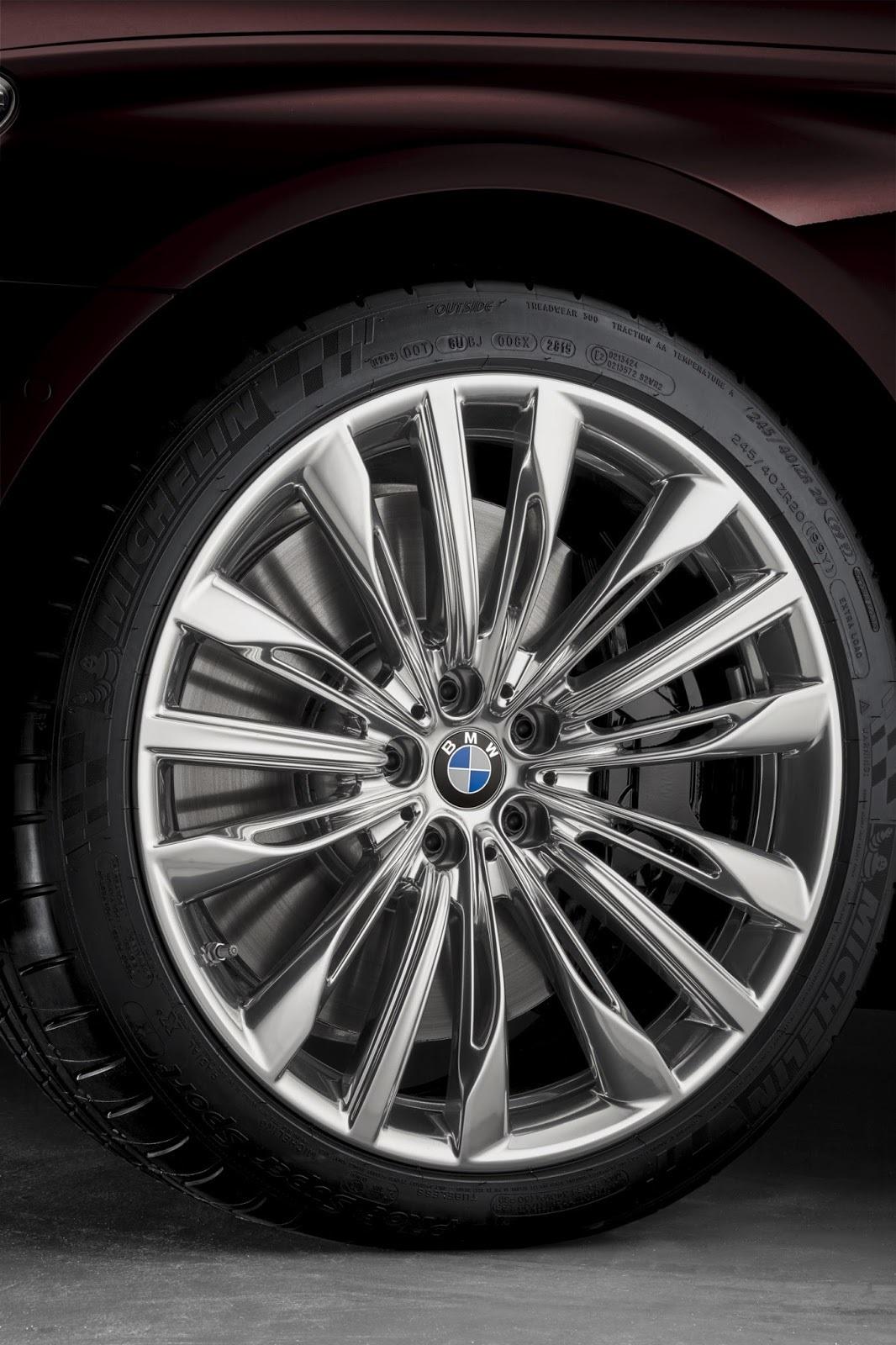 Foto de BMW M760Li xDrive (27/33)
