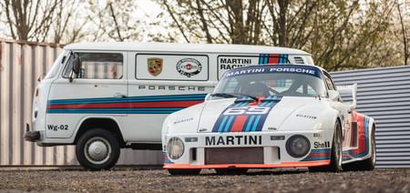 ¡Anímate! Este Porsche 935 clásico puede ser tuyo ¡e incluye una Combi!