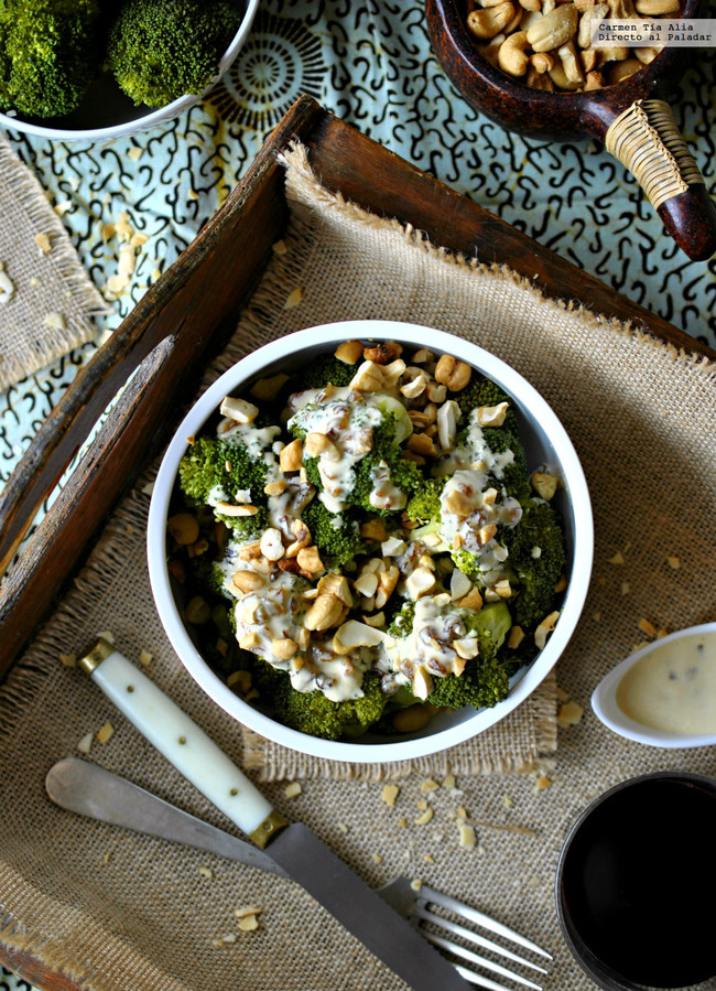 Brócoli al vapor con aliño de tahini y limón